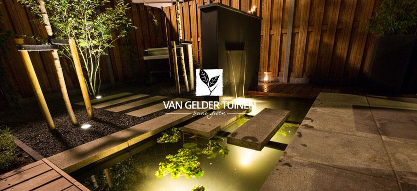 Modern tuinontwerp kleine vijvertuin, tuinmuur met waterspuwer