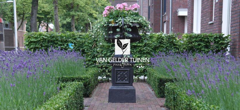 Romantische klassieke tuin laten ontwerpen en aanleggen door hovenier