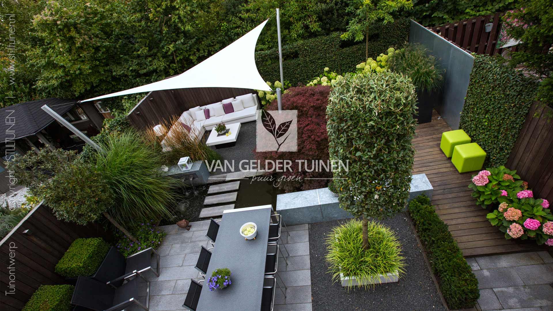 Strakke moderne achtertuin