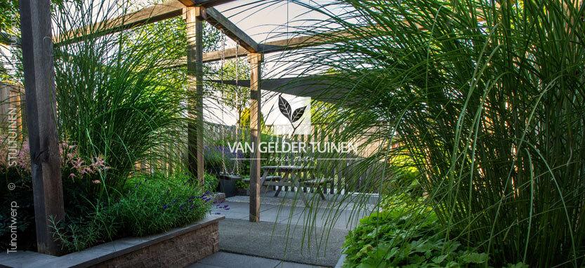 Voorbeeld moderne kindvriendelijke tuin van gelder tuinen for Voorbeeld tuinen kijken