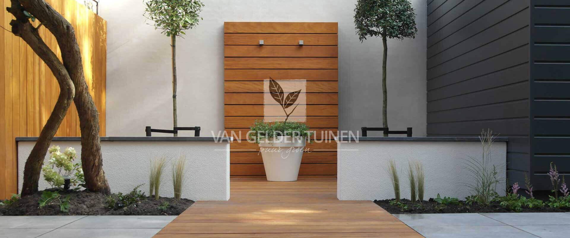 Moderne stijlvolle achtertuin. Tuinontwerp en aanleg door Van Gelder Tuinen Ridderkerk