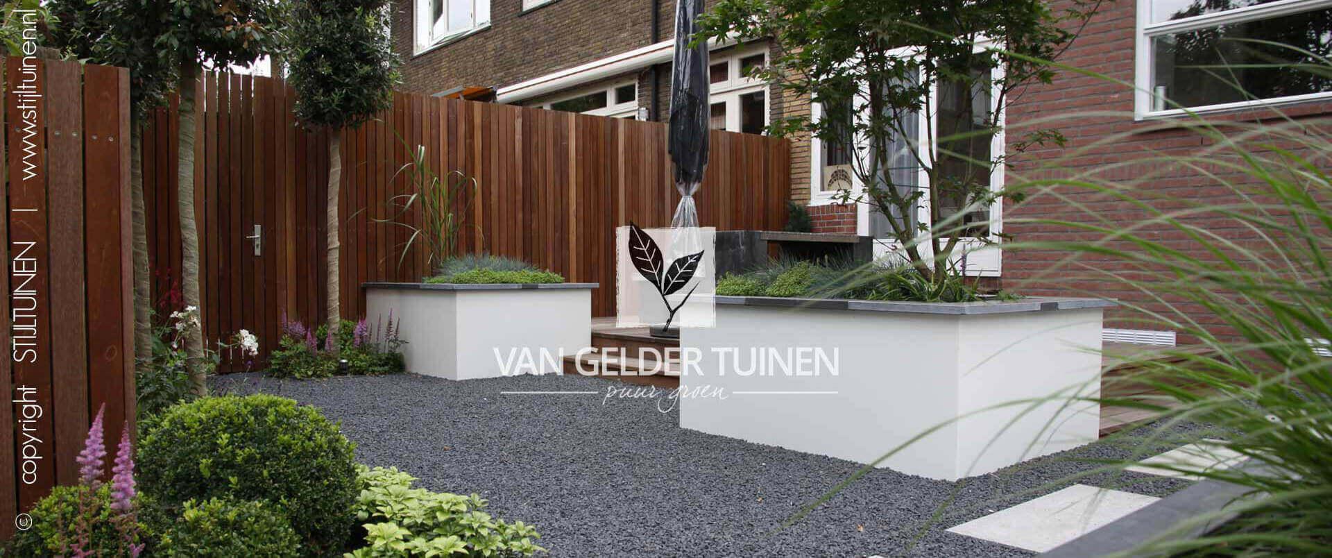Moderne stijlvolle stadstuin. Tuinaanleg en ontwerp door Van Gelder Tuinen